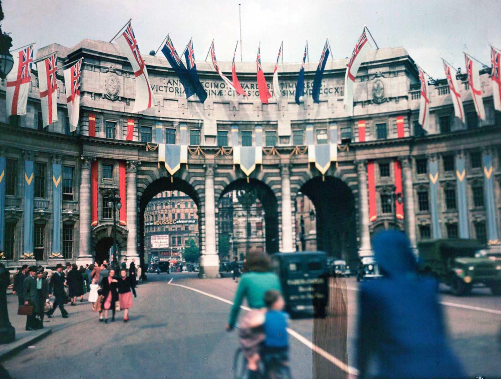 De rares photos de Londres en Dufaycolor, 1943-1945