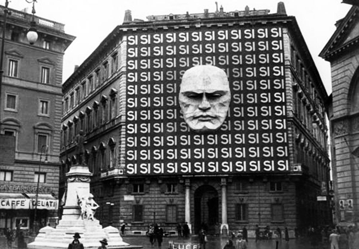 Le siège de Mussolini du Parti Fasciste italien, 1934