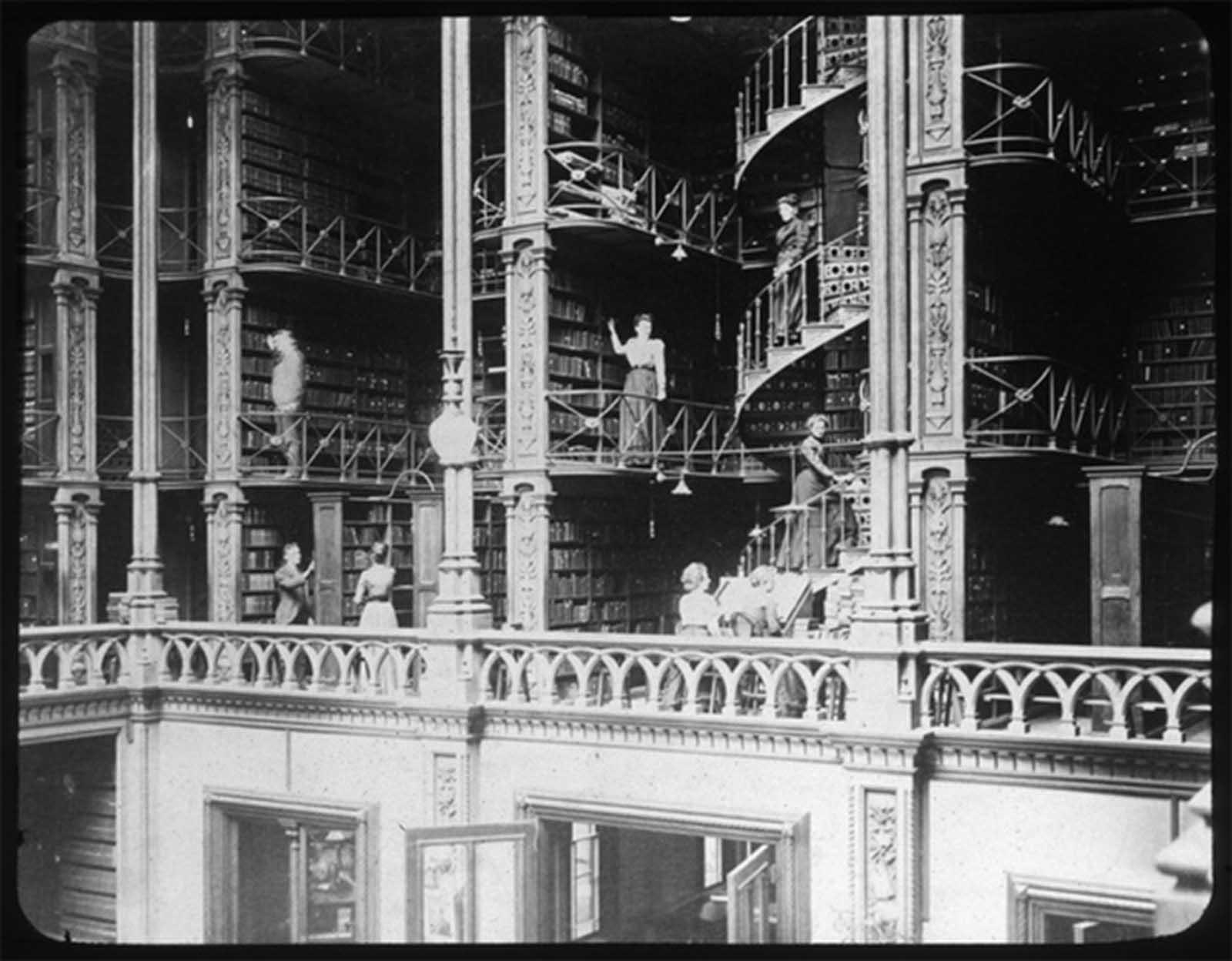 L'ex biblioteca di Cincinnati Prima di essere demolito, 1874-1955'Ancien Cincinnati Bibliothèque avant d'être démoli, 1874-1955