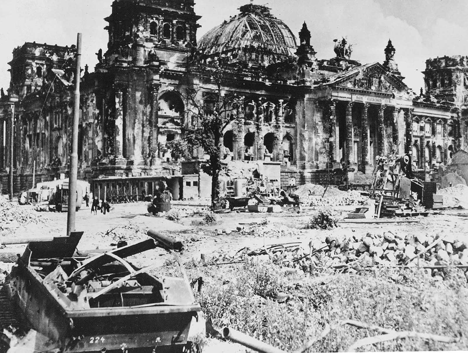 Les derniers jours de l'Allemagne Nazie, 1945
