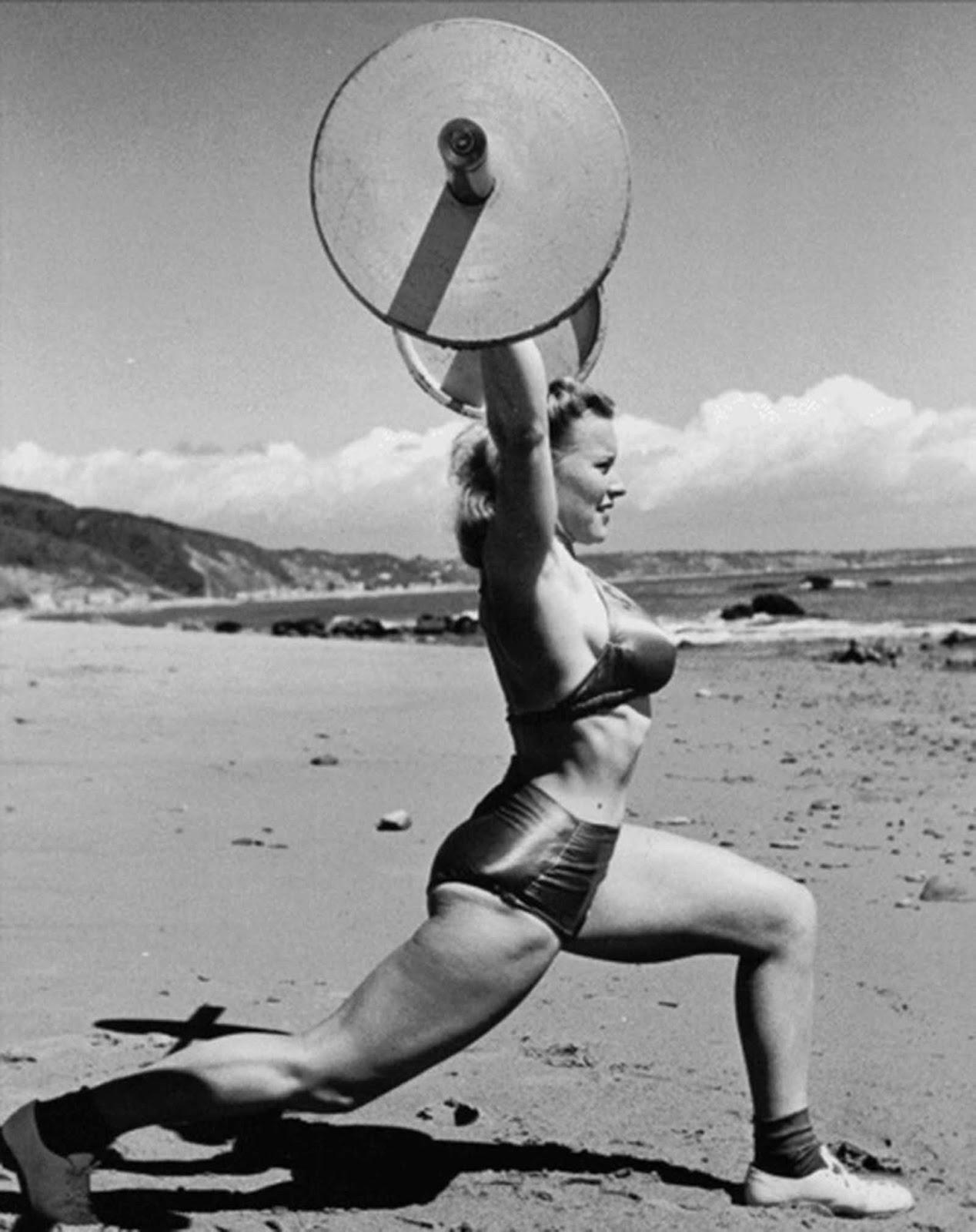 La première femme les culturistes et les strongwomen exhibant leurs gains, des années 1900