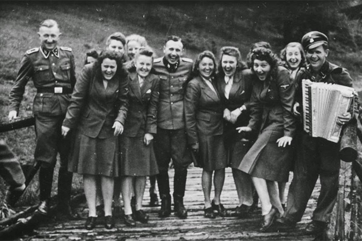 Le personnel du camp de concentration d'Auschwitz en vacances, 1942.
