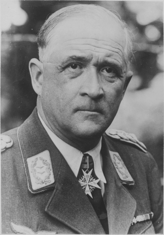 Commandant du V Air Corps Lieutenant-général de la Luftwaffe R. von Graham
