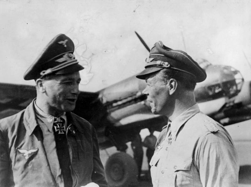 Le colonel Siegel et le lieutenant-colonel Купфер parle d'un aérodrome sur le front de l'Est