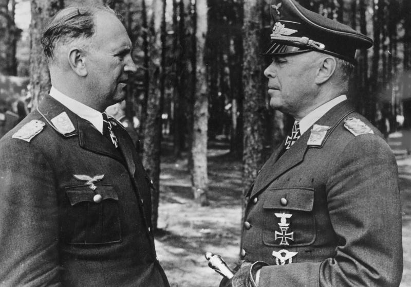 Le général-feld-maréchal A. Кессельринг et lieutenant-général B. Лерцер sur le front de l'Est