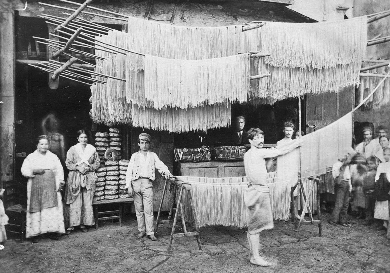 Pâtes italiennes de production dans de rares photos, 1925-1955