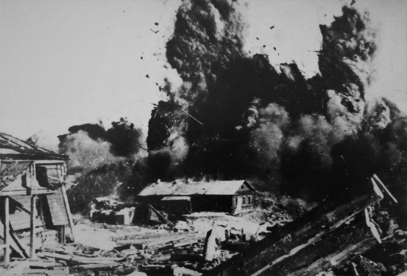 Une explosion dans les territoires occupés en biélorusse du village. 1944