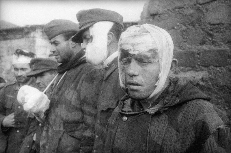 Des soldats blessés de la Wehrmacht capturés lors des batailles pour la libération de Sébastopol. Avril-mai 1944