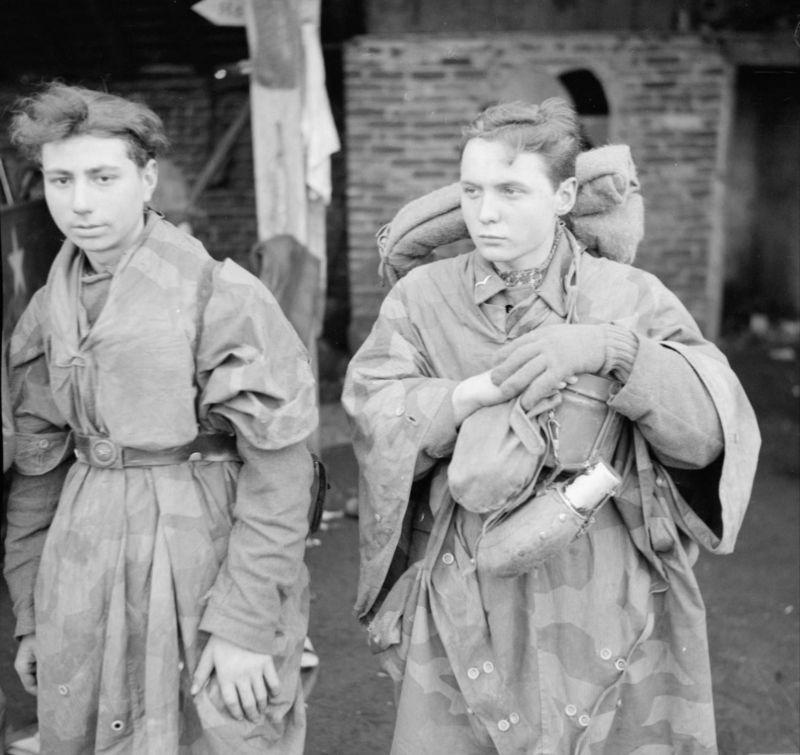 Jeunes soldats de la Luftwaffe capturés à Hamminkeln. 29 mars 1945