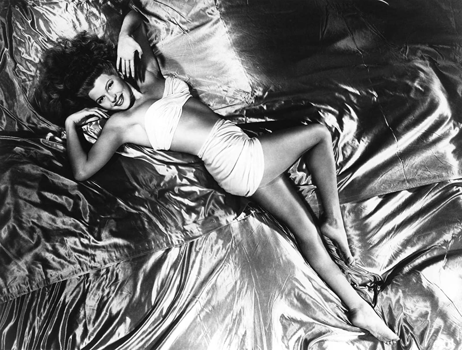 L'histoire derrière la photo de pin-up emblématique de Rita Hayworth, 1941
