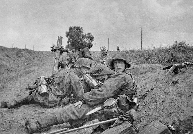 """Équipage de mortiers du corps SS """"Danmark"""" dans la région du lac Ilmen. 1942 g."""