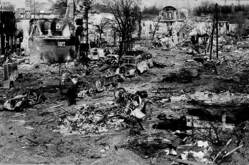 """A l'intérieur de la citadelle """"Pillau"""" après l'assaut, fin avril 1945. Avril 1945"""