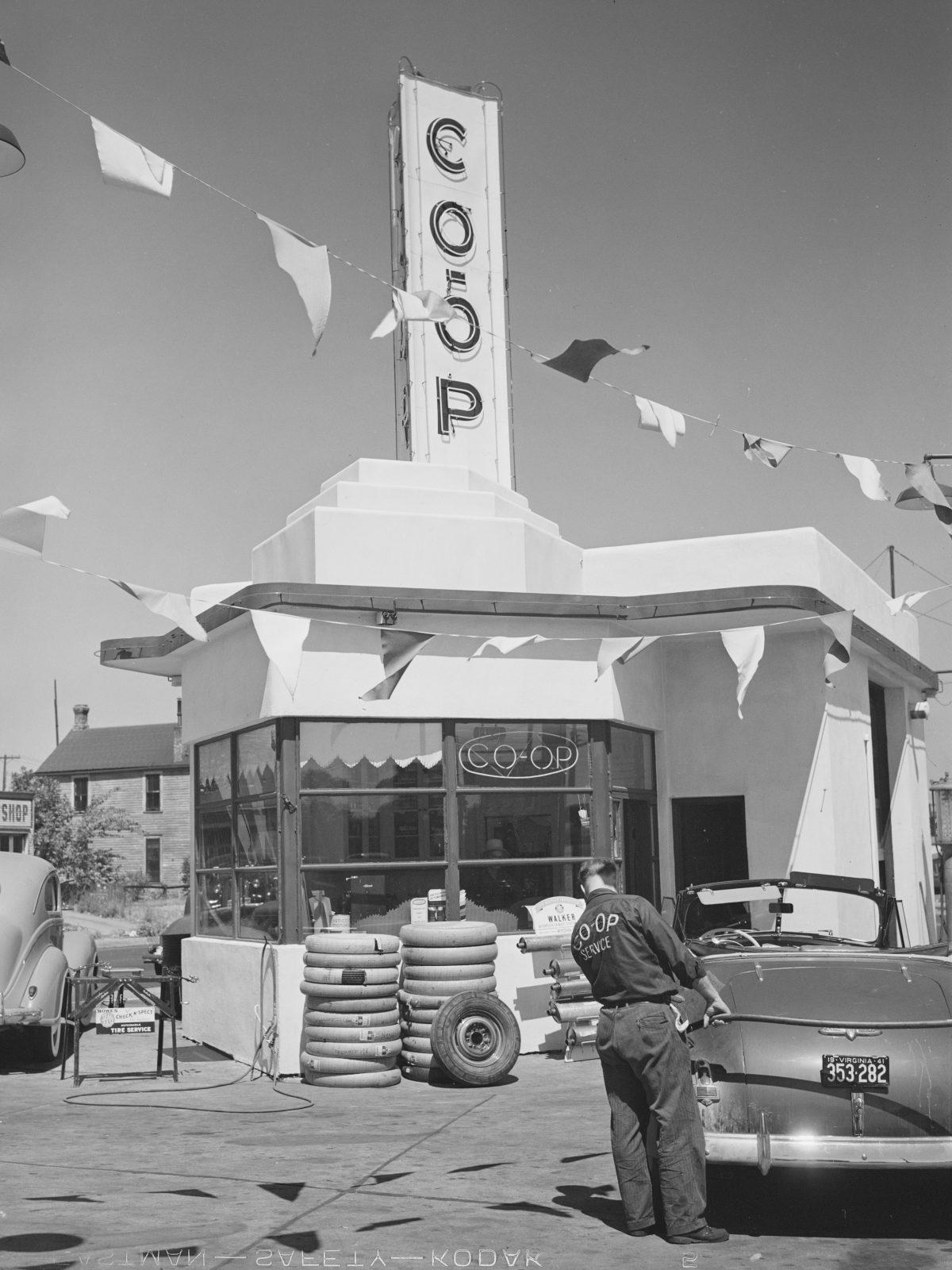 Quand le gaz était de 15c le gallon - Stations de remplissage américaines 1937-1942