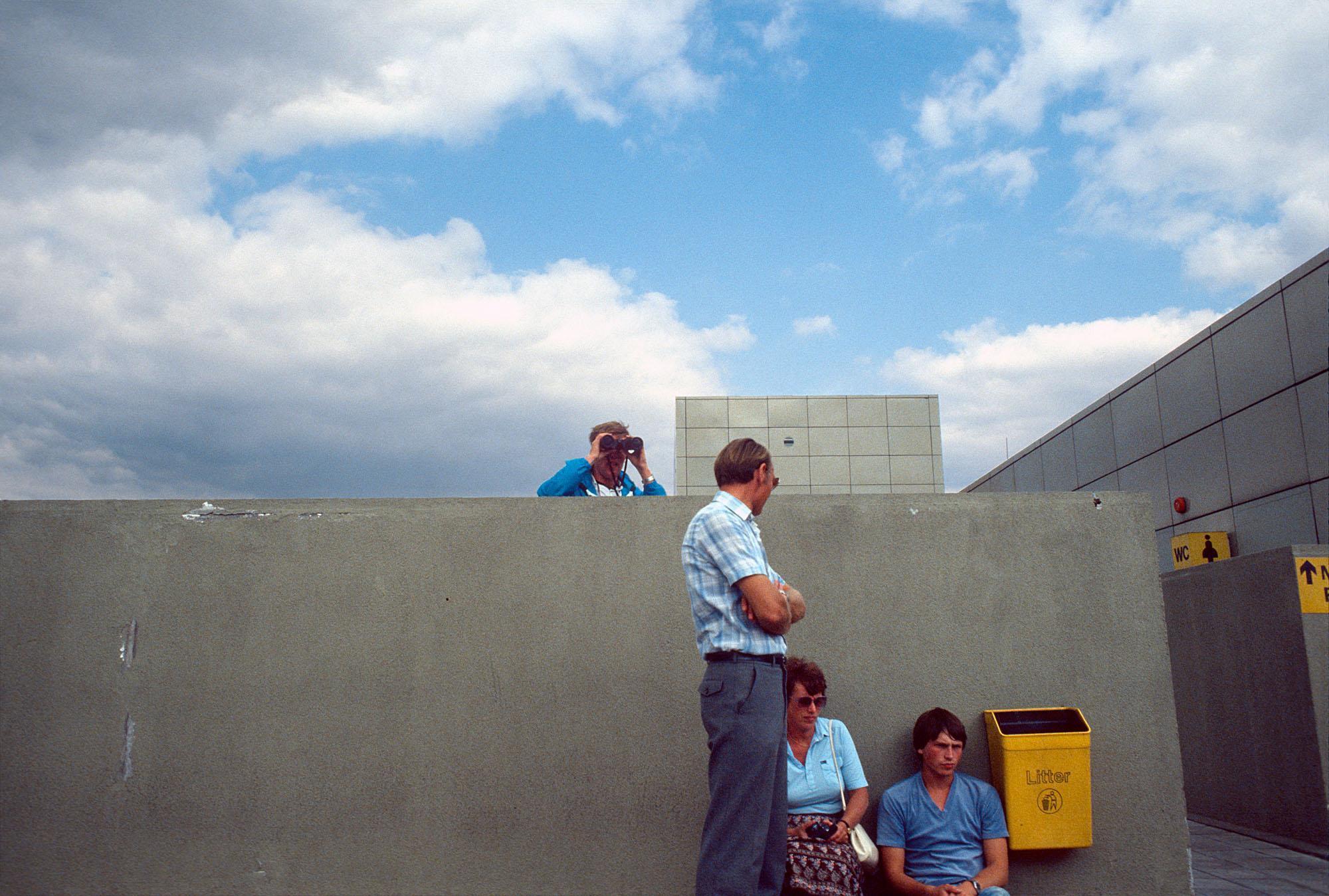 Spotters d'avion à l'aéroport de Gatwick, 1983
