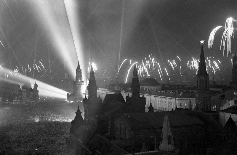 Salut de la victoire à Moscou. 9 mai 1945